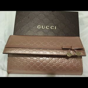 Gucci wallet - brand new shiny pink Gucci wallet